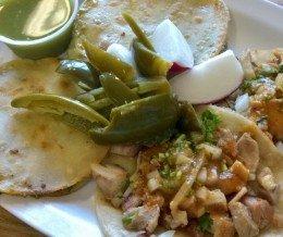 Awesome tacos @ #TacosWay, #CanogaPark: dos TacoWay #tacos (una #asada y una #lengua) y dos tacos regular (#pollo). Rico!