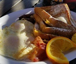 The #BigBreakfast at @LomitasBest in #Lomita 😋 We ❤️ design and marketing for restaurants! info@mediacookery.com